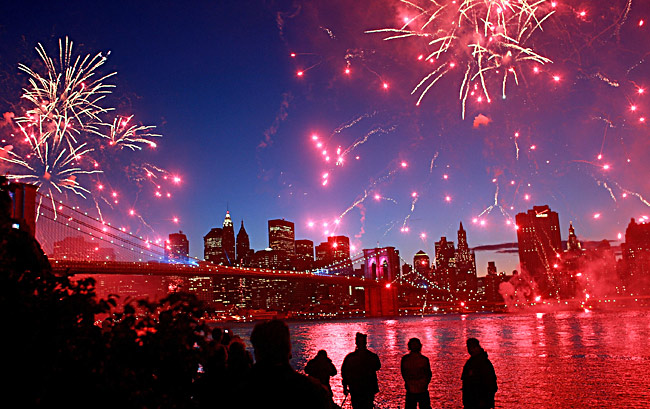 Watch Fireworks by Brooklyn Bridge: 4th of July: YourNeighborhood.co